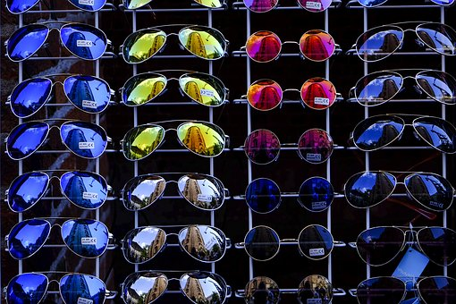Mit Intelligent Glass Control brauchen Sie im Auto bald keine Sonnenbrille mehr!