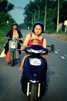 kinder auf dem motorrad