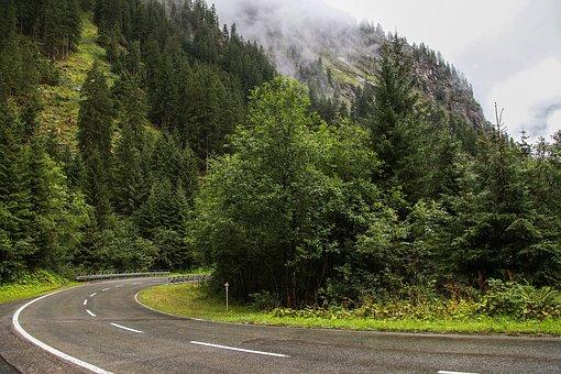 autofahren in den bergen
