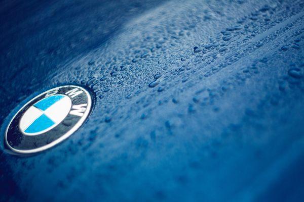 Blauer Lack auf BMW