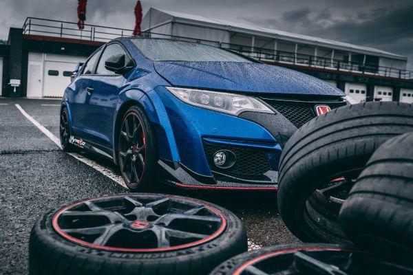 Welcher Reifen wohin gehört - Reifen vor Auto