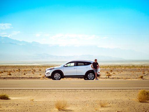 Ein modernes Auto warnt einen vor zu wenig Luft im Reifen