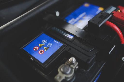 Die Autobatterie ist sehr häufig für Defekte ursächlich